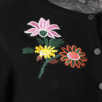 SMALL CHINESE FLORAL EMB BADGES カーディガン 詳細画像